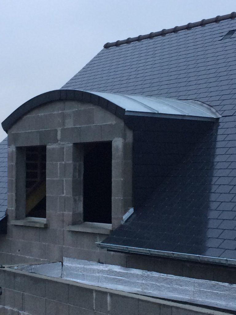 AFT Couverture Rennes toiture ardoise et lucarne zinc